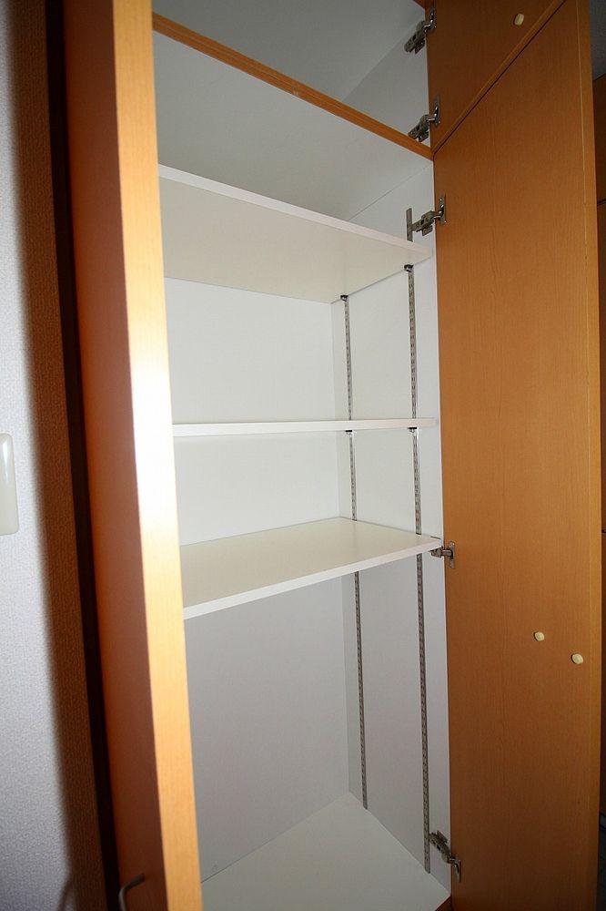 玄関収納が充実! 棚の高さも変えられます