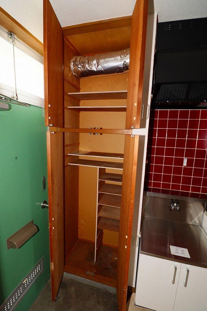 下駄箱には傘置場もあります