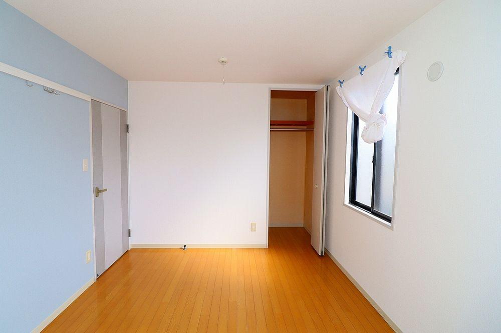 5帖洋室、収納もしっかりあります
