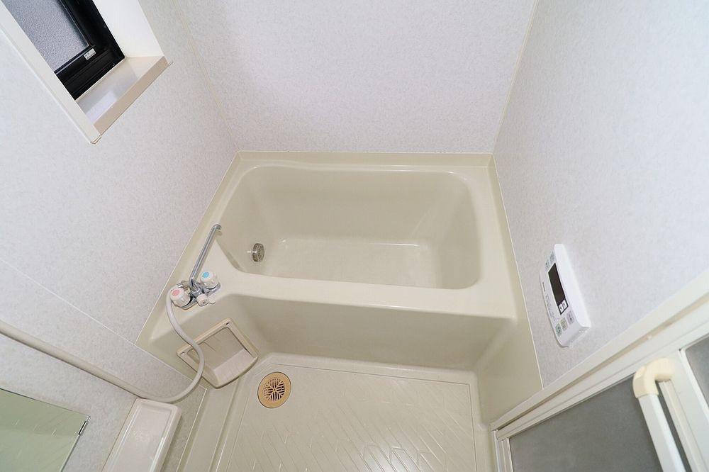 寒~い冬の必需品!追焚機能付き浴室! 窓も付いています