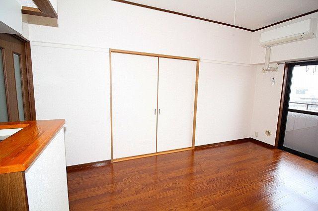 LDKと和室間戸を閉めれば独立したお部屋に