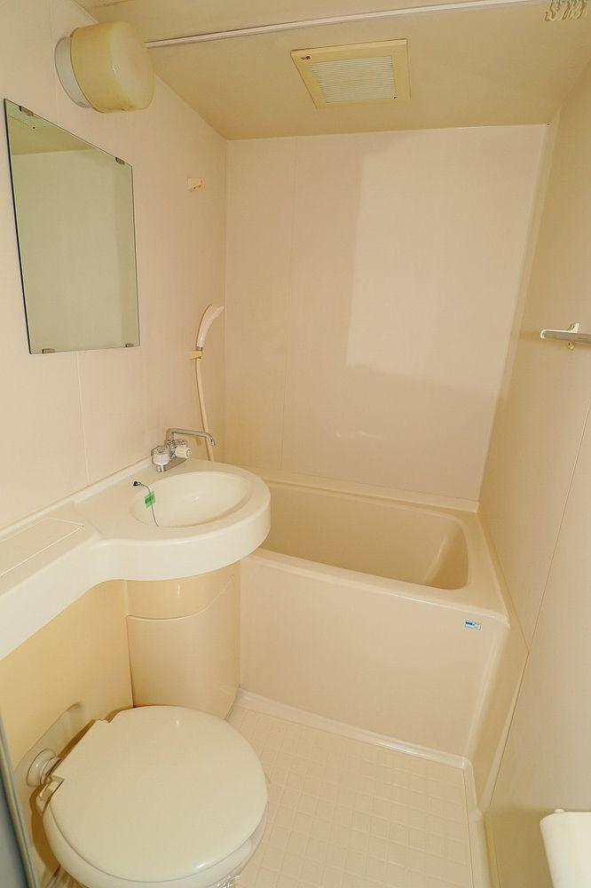 浴室とトイレ一体型!お掃除はラクチンです