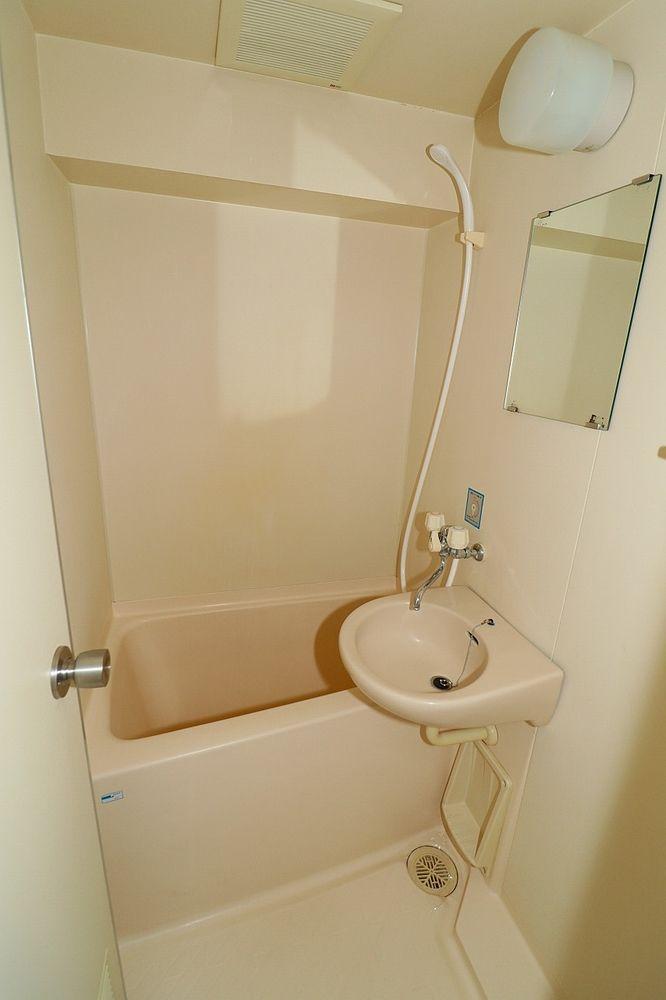浴室は小さめですが、お掃除はラクチンです