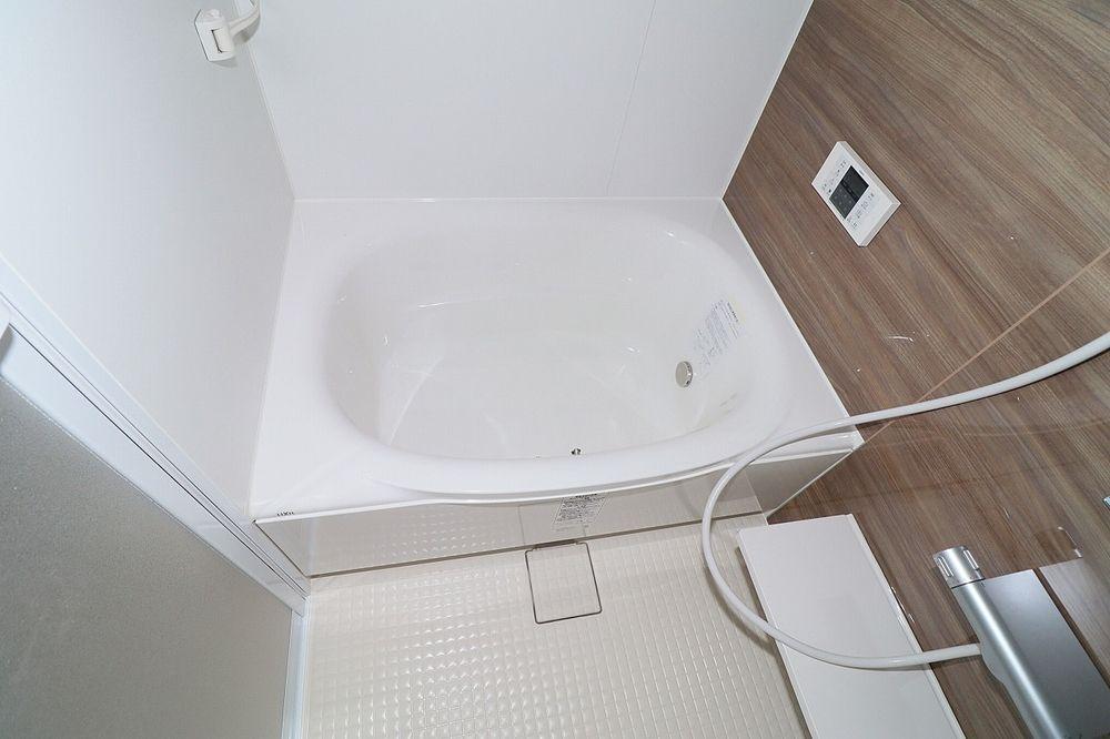 寒~い冬の必需品!追焚機能付き浴室! 窓付きで換気もらくらく♪