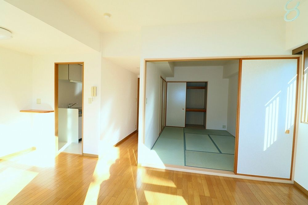 和室と一体利用で18帖と広いお部屋に!