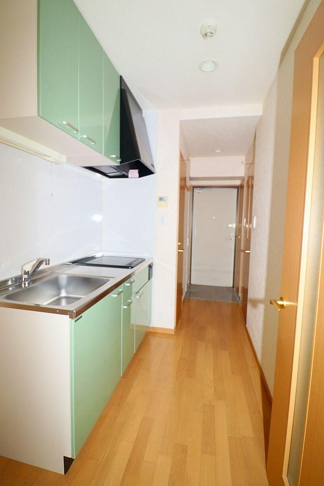 キッチンから玄関