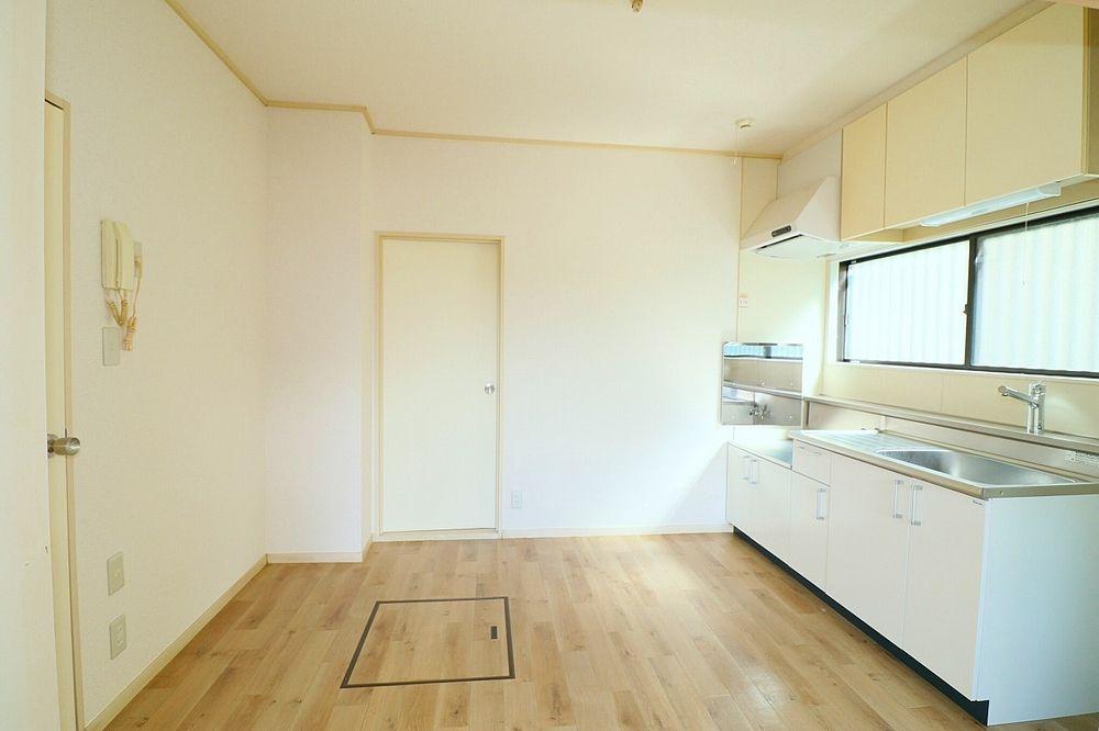 ダイニングキッチン 窓付きで換気も出来る明るいキッチン