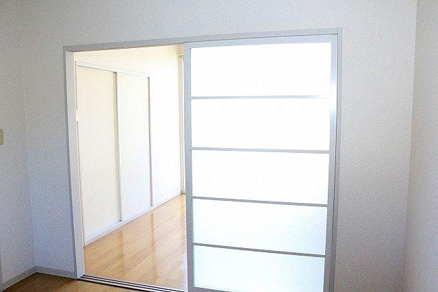 キッチン、洋室仕切り戸を開ければ解放感がアップ!