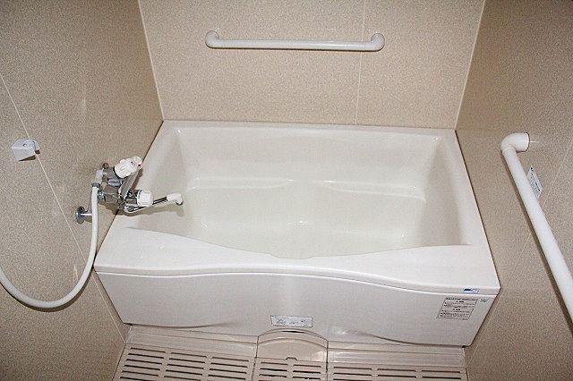 万人に優しい手すりが付いたお風呂