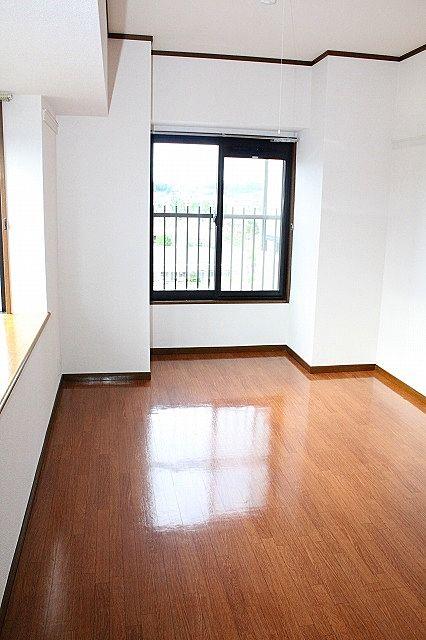 6.3帖横窓付き洋室