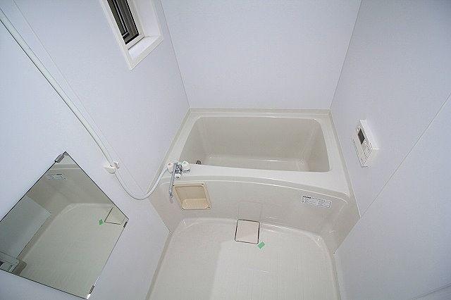 浴室は窓付き 寒~い冬の必需品!追焚機能付き浴室!
