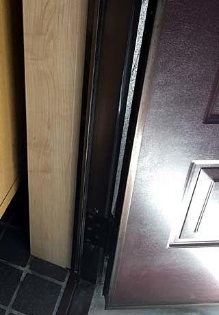 被害があった玄関ドア枠が「なんということでしょう・・・」