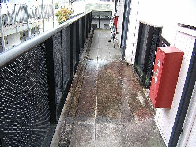 高圧洗浄前廊下