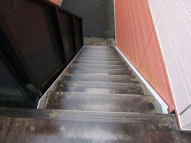 高圧洗浄前階段