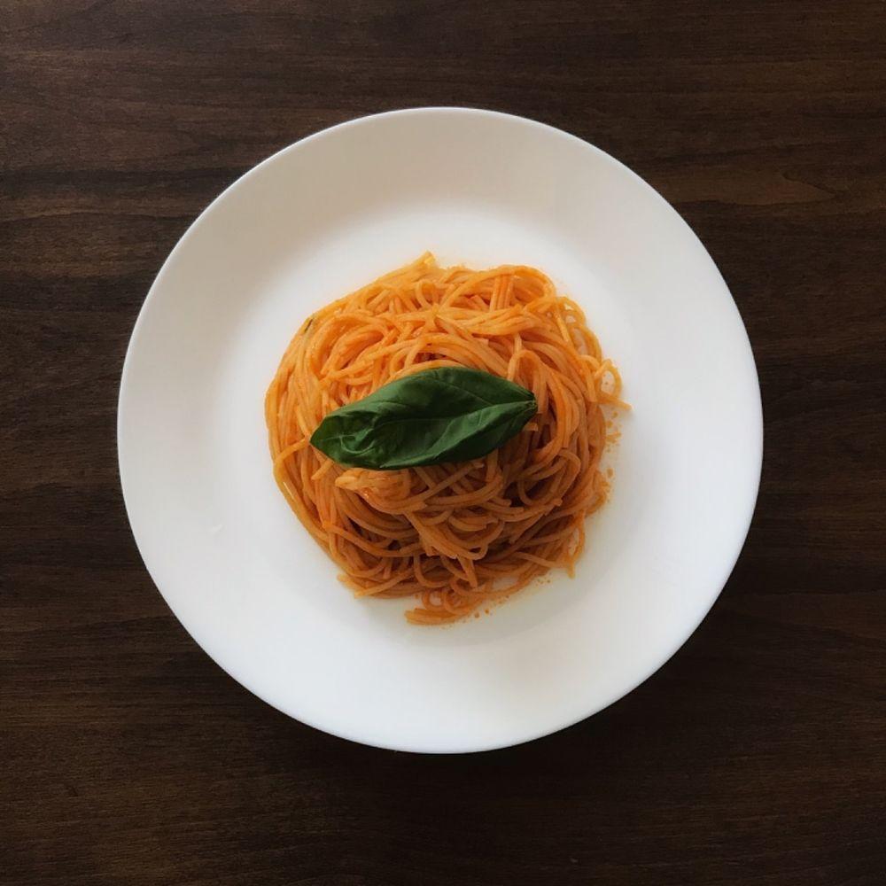最近どハマりしているパスタ!トマトジュースで作るバターパルミジャーノ
